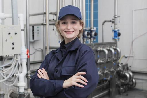 Female employee with arms folding 1