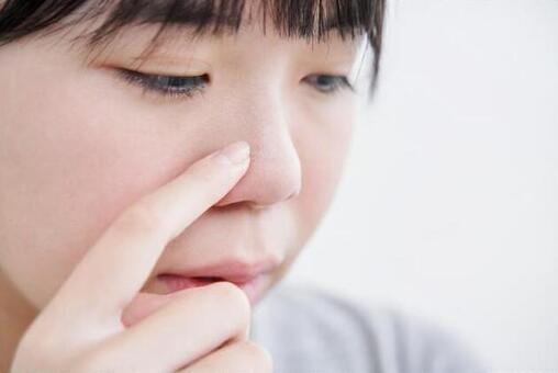 Japanese junior high school girls who care about darkening of pores