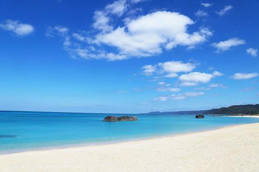 오키나와의 아름다운 바다와 하늘