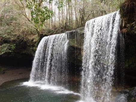 Nabega Falls Water Curtain [Oguni Town, Aso District, Kumamoto Prefecture]