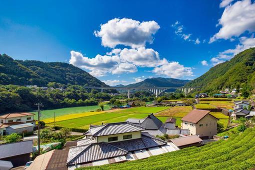 아름다운 도쿠시마 현의 풍경 도쿠시마 자동차 도로와 요시노가와 이케다 へそ湖 대교
