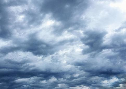 多雲的天空