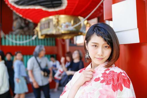 物姿 젊은 일본인 여성.
