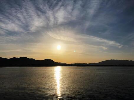 The morning sun rising sea