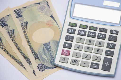 Thousand yen bill and calculator 4