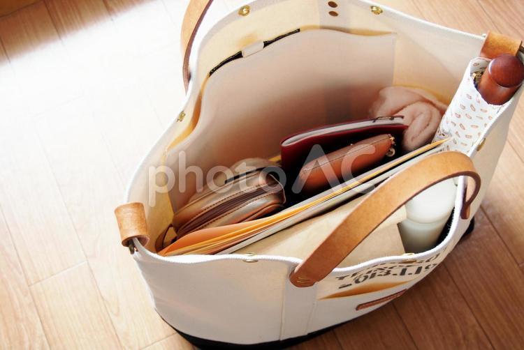 女子の持ち物4(鞄の中身)の写真