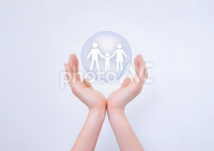 家族を守るイメージの写真
