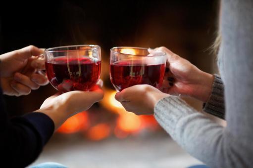 A couple toasting 1