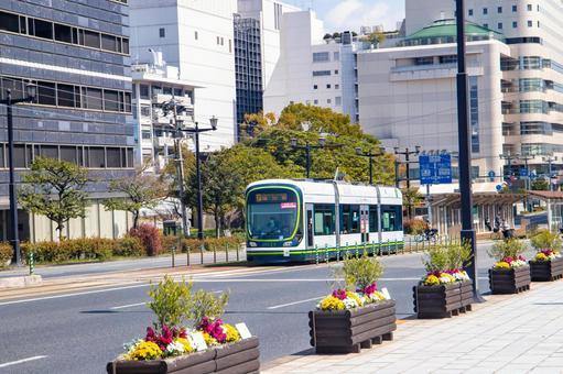 히로시마 시내를 달리는 기차