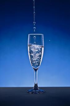 Picture of the glass Pouring glasses Blue background