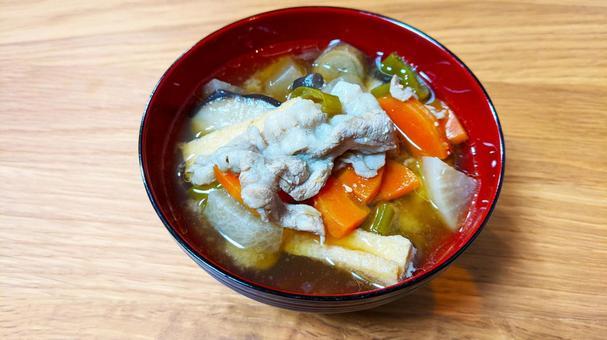 很多蔬菜豬肉湯