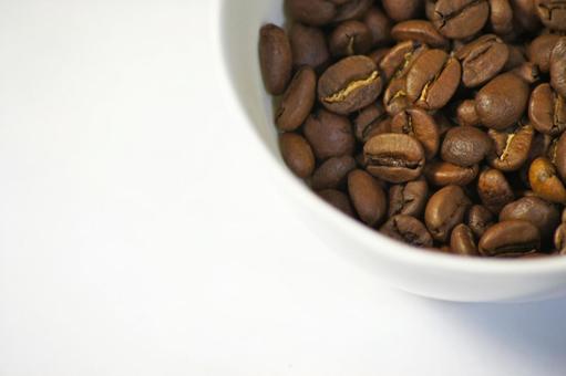 咖啡豆走進杯