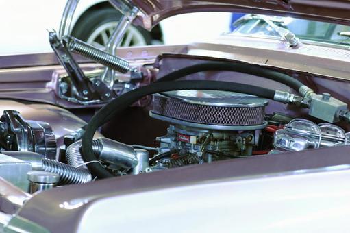 在轿车引擎盖