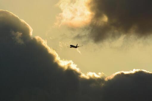 飞机飞行日落