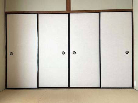 Japanese-style fusuma and tatami mats