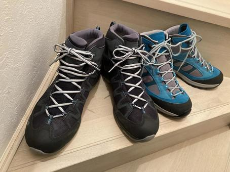Hiking boots (men and women)