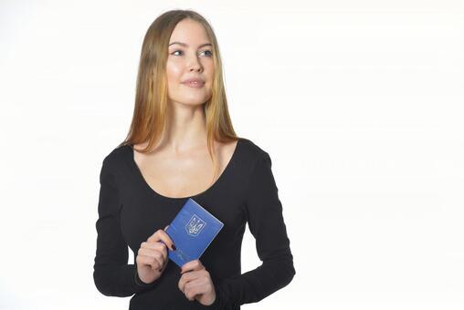 여권을 가진 여자 3