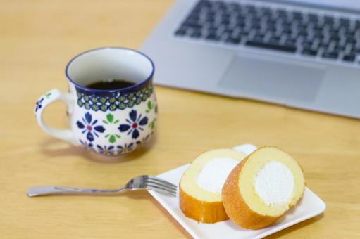 Roll cake and coffee
