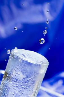 Glass mineral water_1
