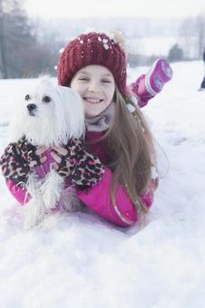 Girls and dogs lying down on the snow 3