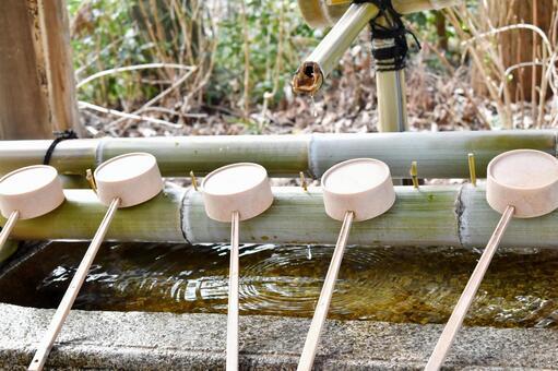 神社的水地方