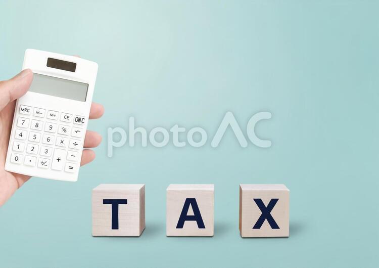 TAXと電卓の写真