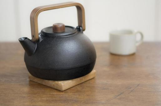 Iron kettle and cup 2