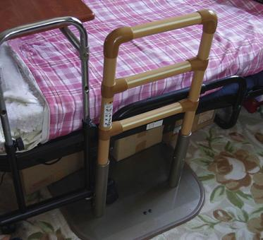 Care bed fall prevention fence 2