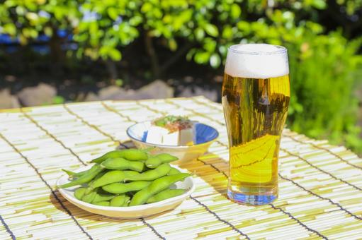 Boiled green soybeans, chilled guys and beer 6