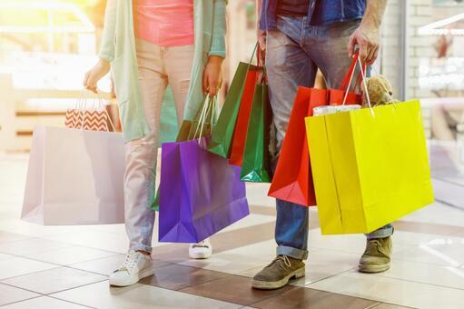 Men and women shopping 15
