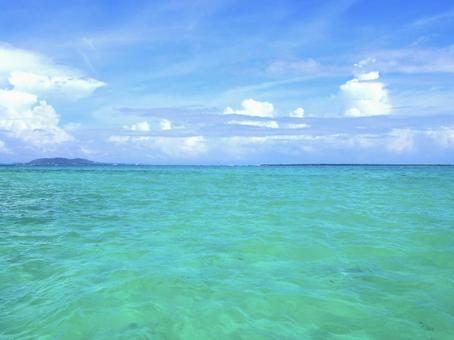 Okinawa, the clear blue sea of Ishigaki Island
