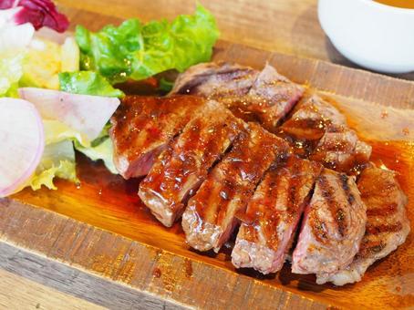 고기 요리 스테이크