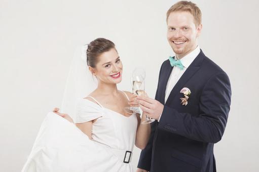 新娘和新郎4喝香槟