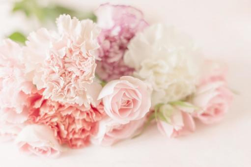Mother's Day image Pale roses and carnations