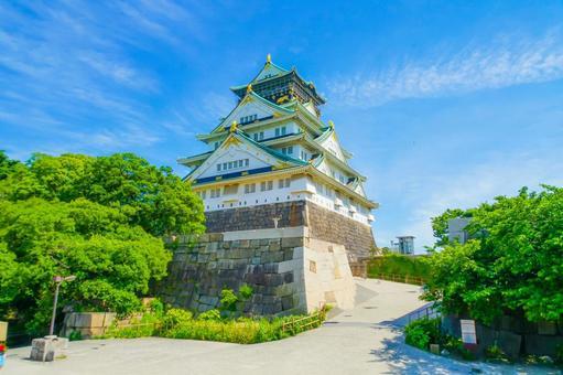 Osaka Castle and blue sky