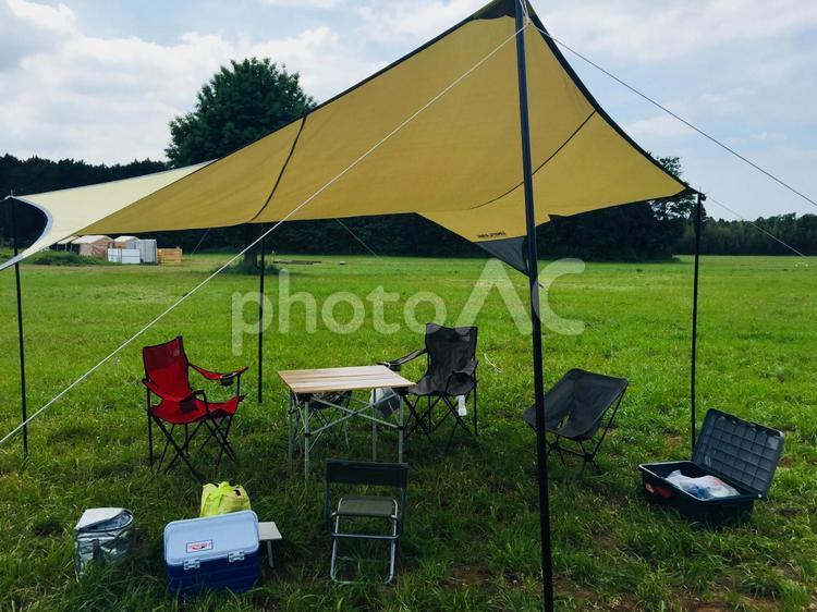 晴れた日のキャンプ場。の写真