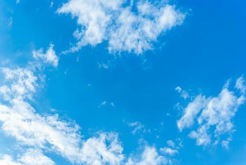 天藍色的天空天空背景