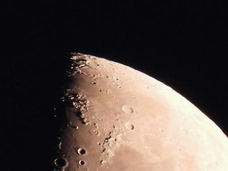 Large zoom of the half-moon crater! !!