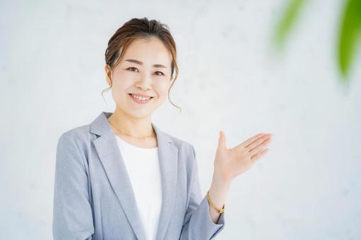 微笑的女商人