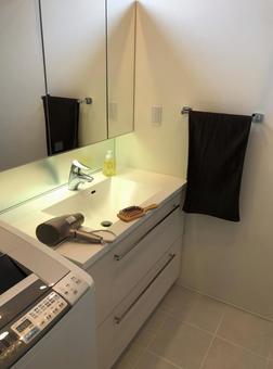 Washbasin and hair dryer ⑵ Hairbrush