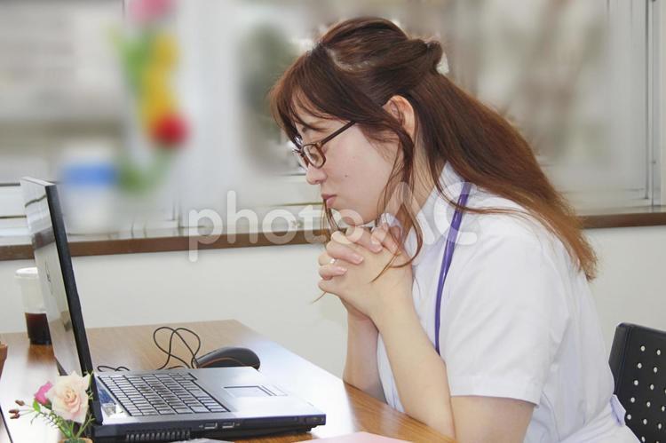 女性 医師 看護師 医療 オフィスの写真