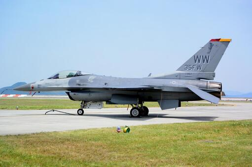 F16 jet fighter