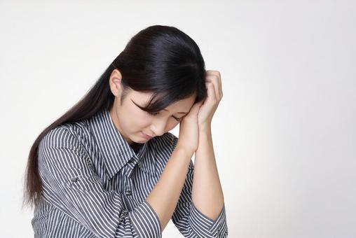 우울한 표정의 여자