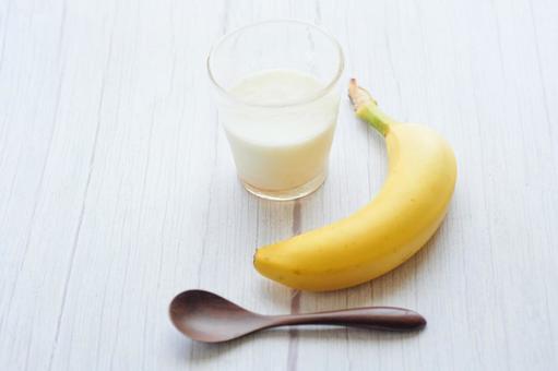 Banana yogurt spoon