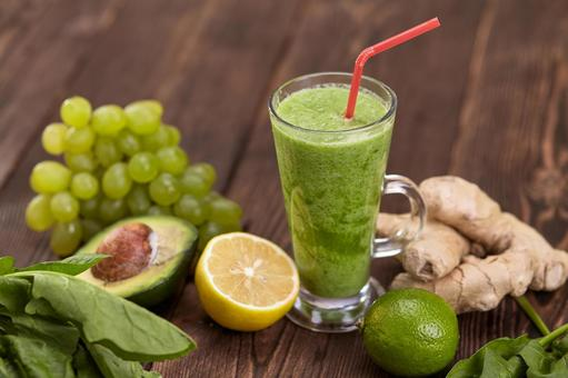 Green smoothies of fruits and vegetables