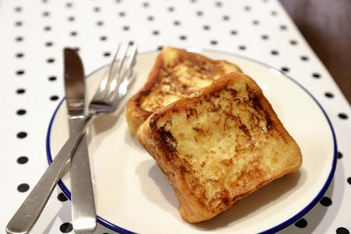 French toast (with fork and knife)