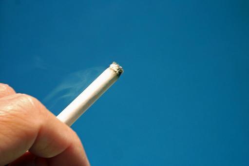 푸른 하늘과 담배