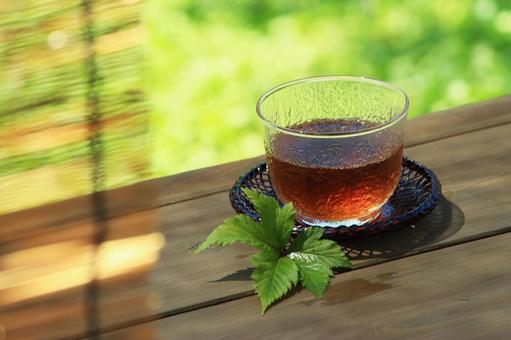仲夏阳光和冷薏米茶