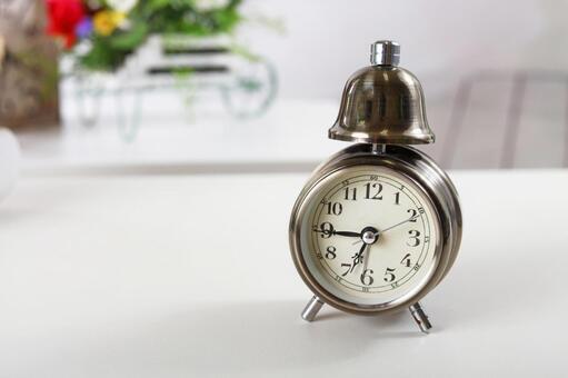Fashionable table clock
