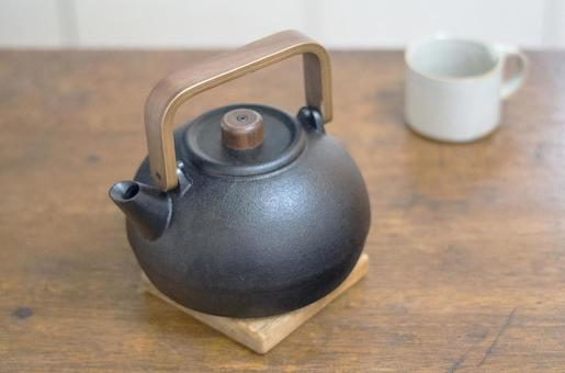 Iron kettle and cup 3